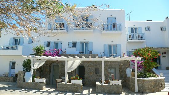 Zephyros Hotel: Hotel Facade