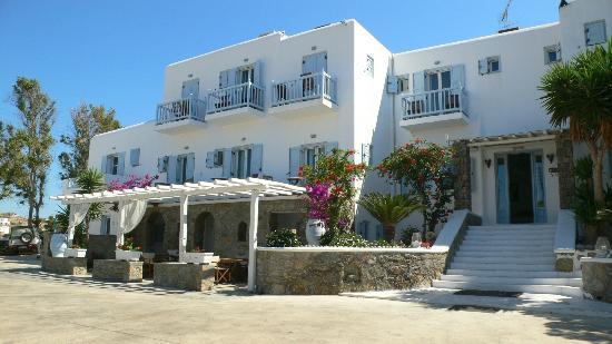 Zephyros Hotel: Hotel Entrance