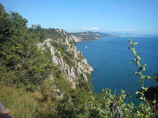 Duino, Italia: Sentiero Rilke: vista sulle falesie e sul golfo