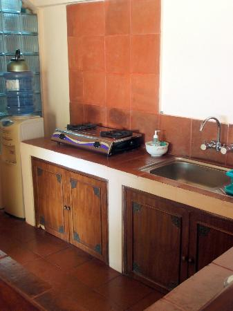 Dyana Villas: Kitchen