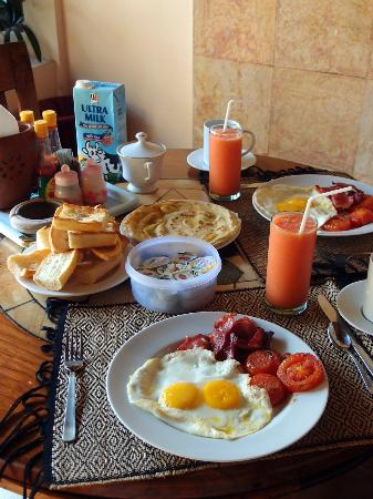 Dyana Villas: Breakfast