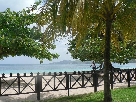 Coyaba Beach Resort: beach view from Gardens