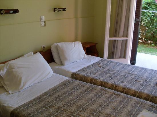 Koursaros Apartments : Twin beds