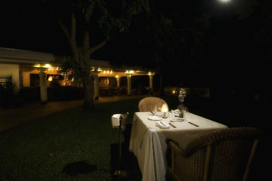 The Palm Restaurant : Moonlit dining