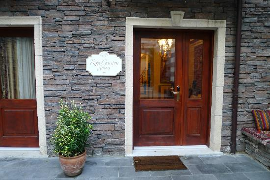 Rose Garden Suites Istanbul: SUIT ROOM ENTRANCE