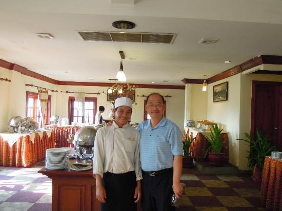New Angkorland Hotel: 煎蛋廚台的主廚,很有人情味,第二天之後,每天早餐主動跟我打招呼,有他早餐搞定。