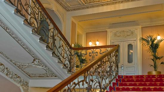 Hotel National, a Luxury Collection Hotel: Hotel main staircase