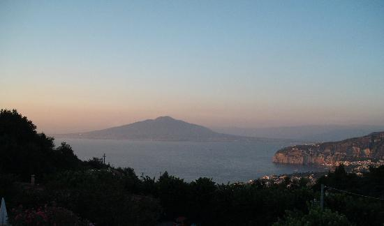 Hotel Iaccarino: Vesuvio from Bar Patio