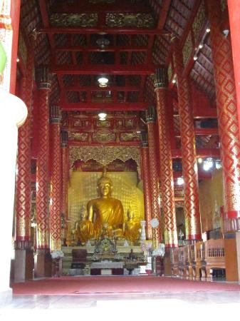 Wat Sri Suphan: Interior of main temple