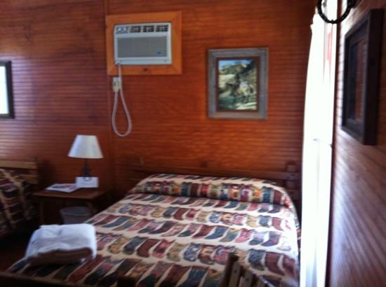 Twin Elm Guest Ranch : bunkhouse