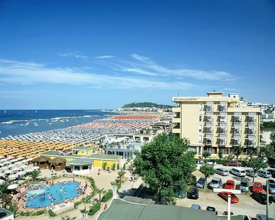 spiaggia di cattolica: fotografía de Hotel Belsoggiorno, Cattolica ...
