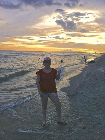 Mitchell's Sandcastles: Zonsondergang op strand bij Mitchell's
