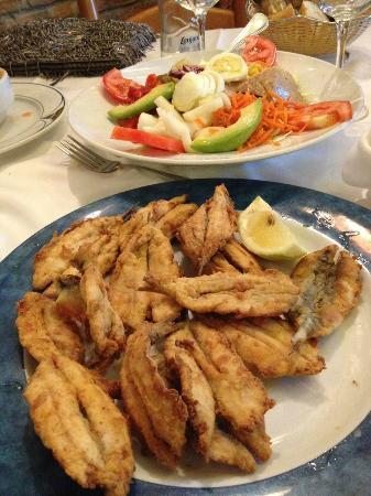 San Pedro de Alcantara, Spania: boquerones fritos + ensalada mixta