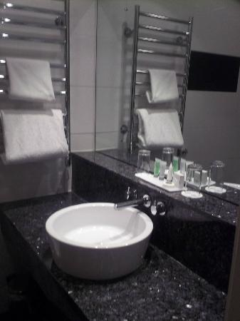 Quorn Country Hotel: Spotless bathroom