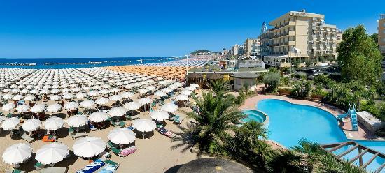 Spiaggia di Cattolica - Picture of Hotel Belsoggiorno, Cattolica ...