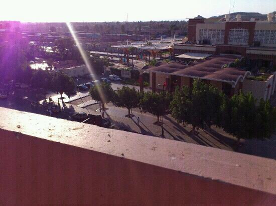 Red Hotel Marrakech: terrasse piscine en face de la gare