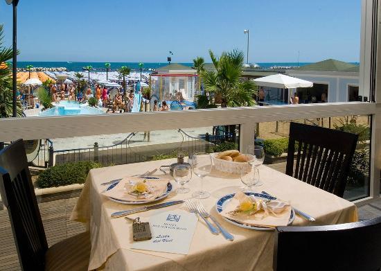 Sala Buffet lato mare - Picture of Hotel Belsoggiorno, Cattolica ...