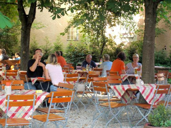 Bad Abbach, Germany: Der Biergarten