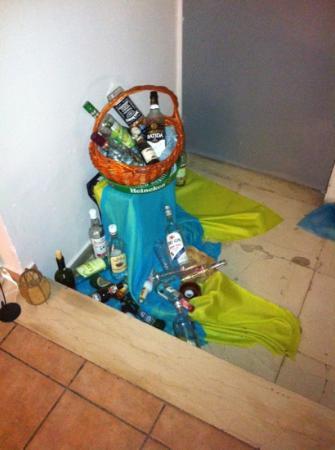 Brascos Hotel: Dovrebbe essere una decorazione..io la chiamo spazzatura
