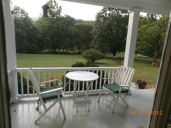 Inn at Monticello: Porch