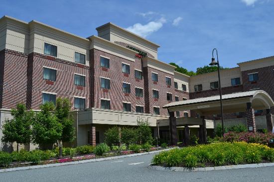 Courtyard by Marriott Hanover Lebanon: Hotel Entrance