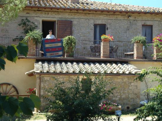 Agriturismo Fattoria Il Bruco: Angela in terrazza