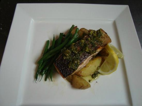 The Bowler Pub and Kitchen : Salmon Fillet