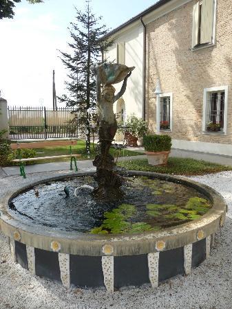 Relais Villa Roncuzzi: In the garden