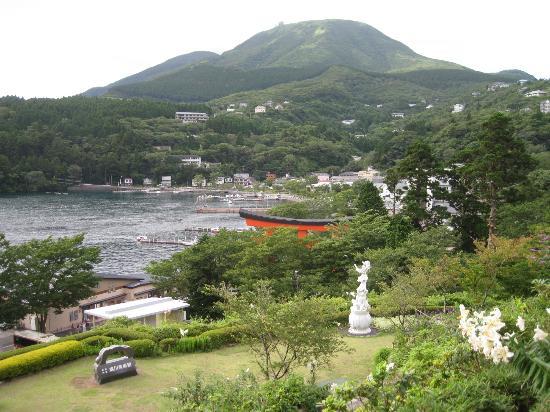 Narukawa Art Museum: 元箱根・駒ヶ岳を望む