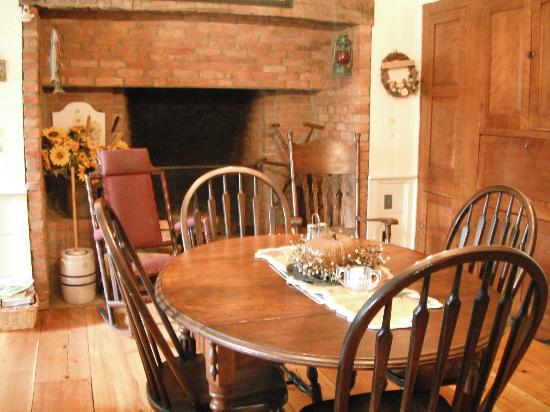 Fraley House Bed & Breakfast: Country kitchen