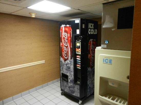 Holiday Inn Express & Suites Wilmington - University Center: This is their vending ( note price in other photo )