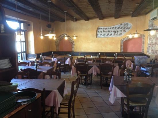 Pizzeria Vesuvio: sala climatizzata interna
