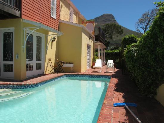 Kensington Villa: Kensington Villa has a lovely big pool