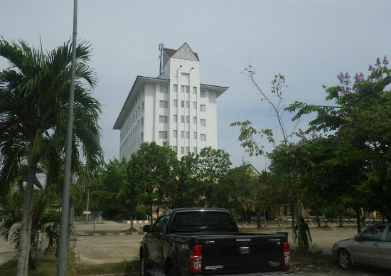 Imperial Narathiwat Hotel: A view of the hotel from the nearby parking area