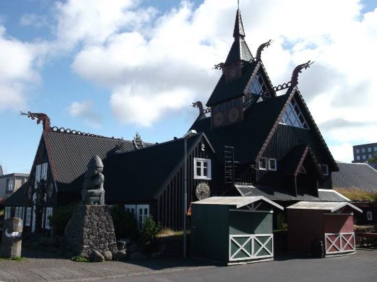 Viking Village Hotel: Hotel building.