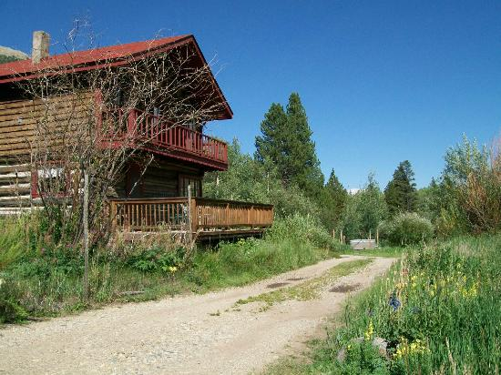 Mount Elbert Lodge: Lodge Bed and Breakfast room rental decks.