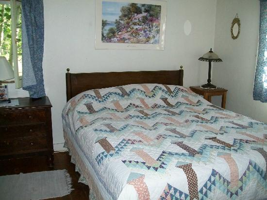 Mount Elbert Lodge: Prospector Cabin Queen bed - firm