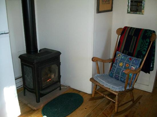 Mount Elbert Lodge: Prospector Cabin - No light gas stove that easily turns on at thermostat.