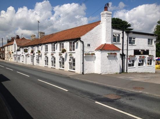 front and side of foxhound inn