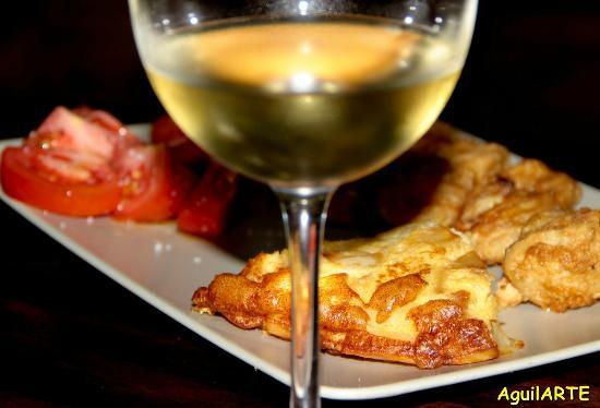 El Rincon De Juan The Wine Bar: Rosada Rebozada Con Tortilla De Patatas