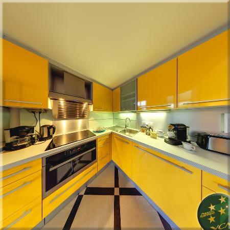 VCA Vienna City Apartments: Queen Apartment N°2, Full Kitchen