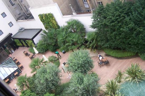 Hotel Oceania Paris Porte de Versailles : Chambre avec vue sur le jardin !