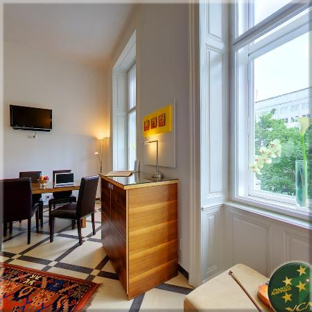 VCA Vienna City Apartments: Queen Apartment N°2, Living Room with Ring View