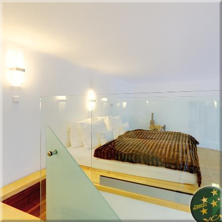 VCA Vienna City Apartments: Queen Apartment N°2, King-size Futon Bed