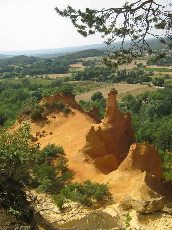Rustrel, France: Les cheminées des fées