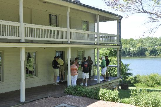 Fort Donelson National Battlefield: Hotel where the surrender took place