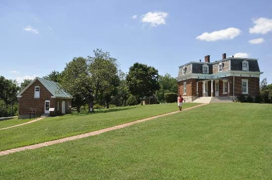 Fort Donelson National Battlefield: Cemetary