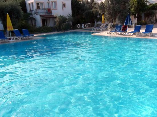 Tosunoglu Apart Otel: Beautiful clean poolside