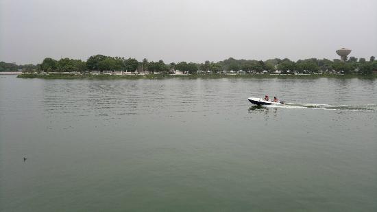 Kankaria Lake: Boat Ride at the Lake