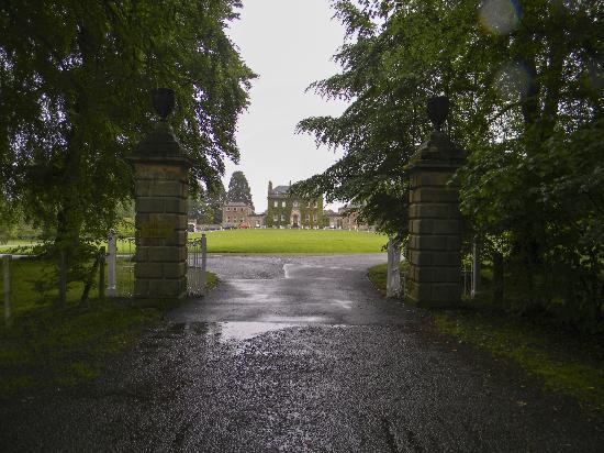 كولودين هاوس هوتل: Zufahrt zum Culloden House 